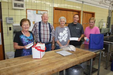 Community Foundation awards grant to Meals on Wheels on behalf of Teutopolis State Bank