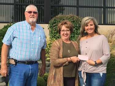 Boutique Blvd contributes $5,000 to LeAnn Schroeder Hardiek Friendship Endowment